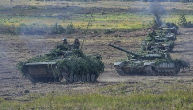 Russia moves tanks to border with Ukraine - InformNapalm