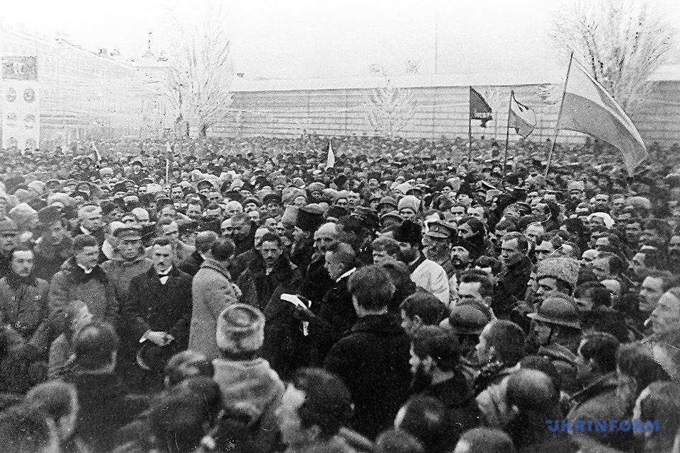 Урочистості на Софійській площі з нагоди проголошення Акта Злуки, 22 січня 1919 року / Фото: Укрінформ